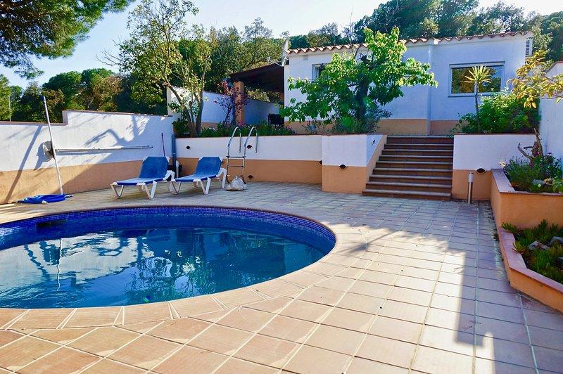 Sea Près des golfs - Cottage El Cerezo avec piscine privée – semesterbostad i Romanya de la Selva