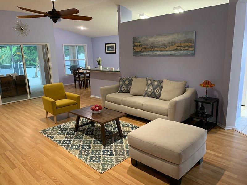 4 Bedroom 2 Bath + Pool - Oldsmar, Florida, holiday rental in Oldsmar