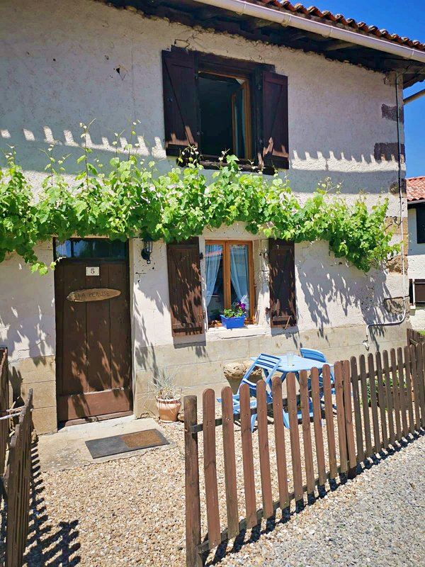 Also in the same hamlet we have Maison La Peruse (sleeps 2-3) if extra accommodation is required.
