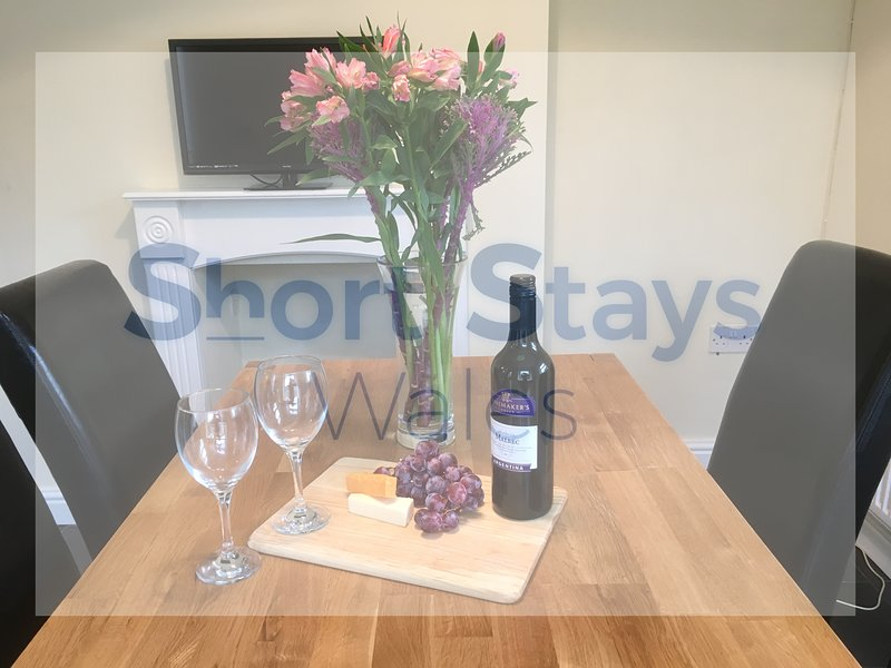 OS - Stay In A Relaxing Home Close To Nature And History, holiday rental in Merthyr Vale