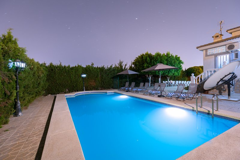 Fidalsa Grand White House, holiday rental in Petrel
