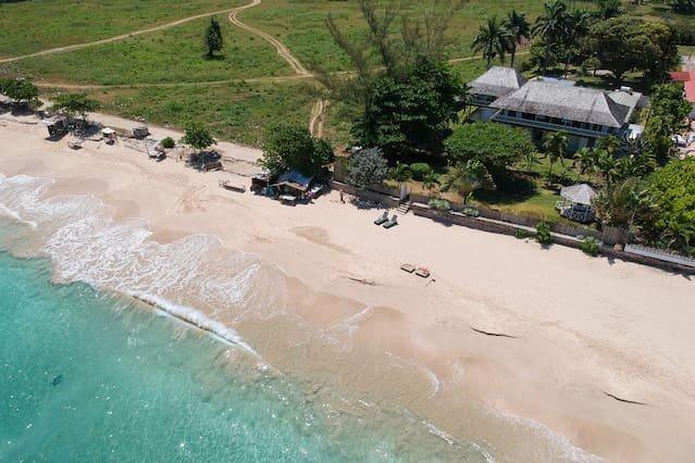 Paradise Beachfront Villa I Heart JA! – semesterbostad i Runaway Bay