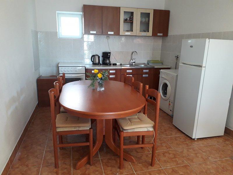 Rtina Apartment Sleeps 4 with Air Con - 5811482, holiday rental in Rtina