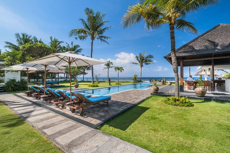 Bougain Villa - Fantastic Beachfront Getaway, holiday rental in Samplangan