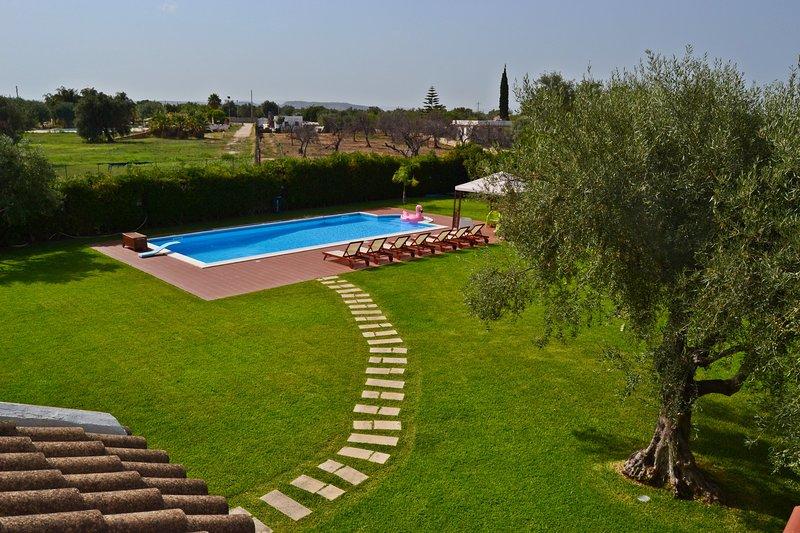 villa fontane bianche con piscina, holiday rental in Fontane Bianche