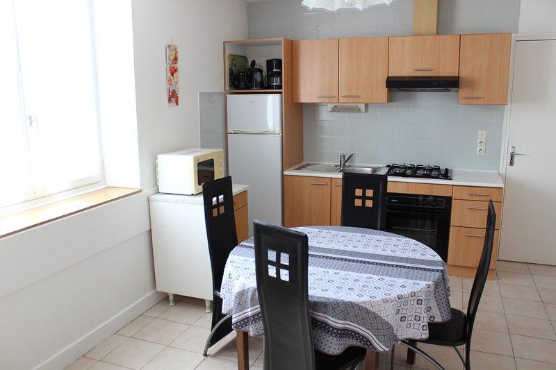 (Apt64) Appartement** Meublé Curistes Proche des Thermes St Roch 2/4 personnes, location de vacances à La Roche-Posay
