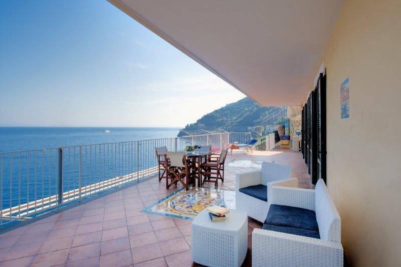 Ravello Art Boutique Terrace, holiday rental in Castiglione