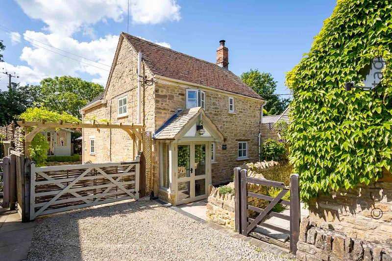 Church Orchard Cottage is a stunning property in the village of Weston Subedge, vakantiewoning in Willersey