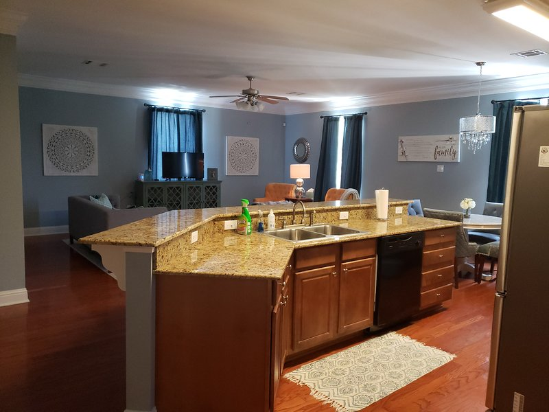 Lovely long term rental 2 bed 2 bath, holiday rental in Saint Rose