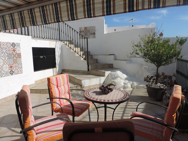Maison, dans le centre historique d'Olvera, piscine privée et vues imprenables., aluguéis de temporada em Moron de la Frontera