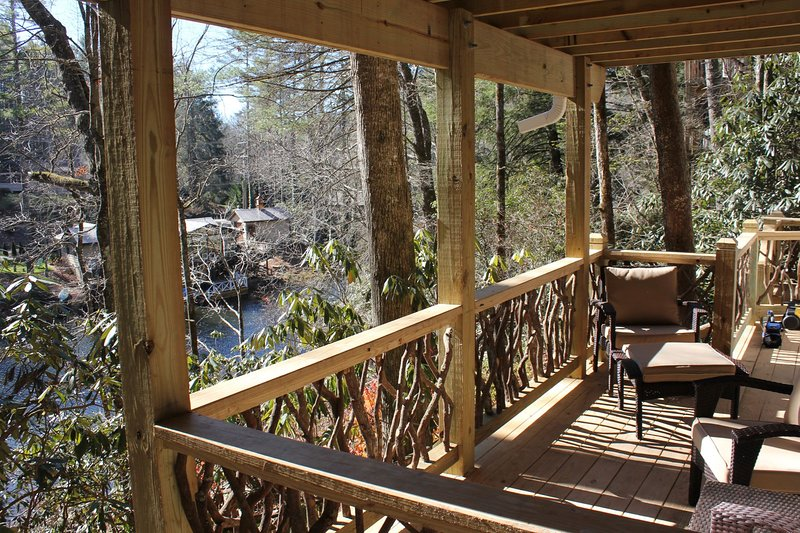 NEW Lakefront 2BR/1BA on Mirror Lake, 1 mile from town, vacation rental in Highlands