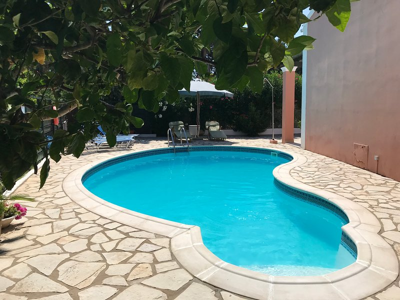 Villa Camellia St George South Corfu With Private Pool, vakantiewoning in Gardenos