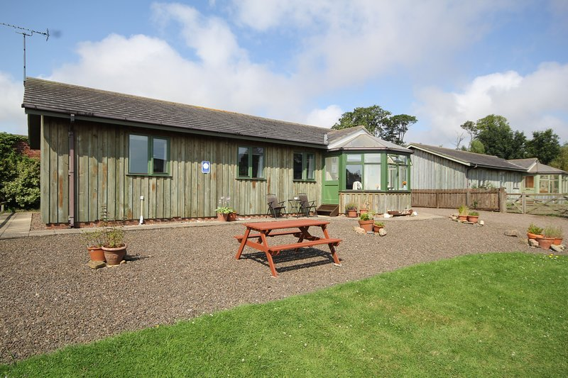 THE SHIELING, Family friendly, pet free holiday cottage, holiday rental in Guyzance