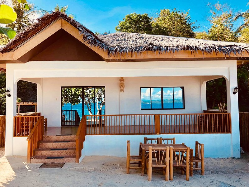 Steve's Beach House | Private BEACH FRONT FURNISHED + DIVE SITE House! FOR SALE!, holiday rental in Amlan