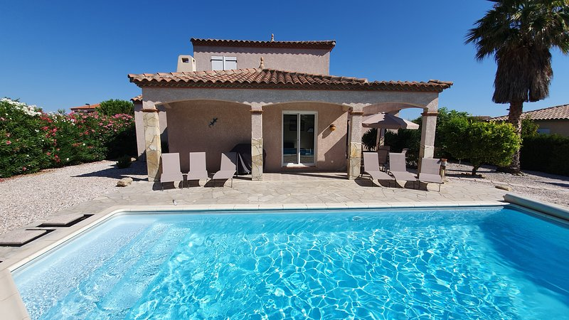 Villa with private pool, walking distance to the shops !, holiday rental in Montesquieu des Alberes