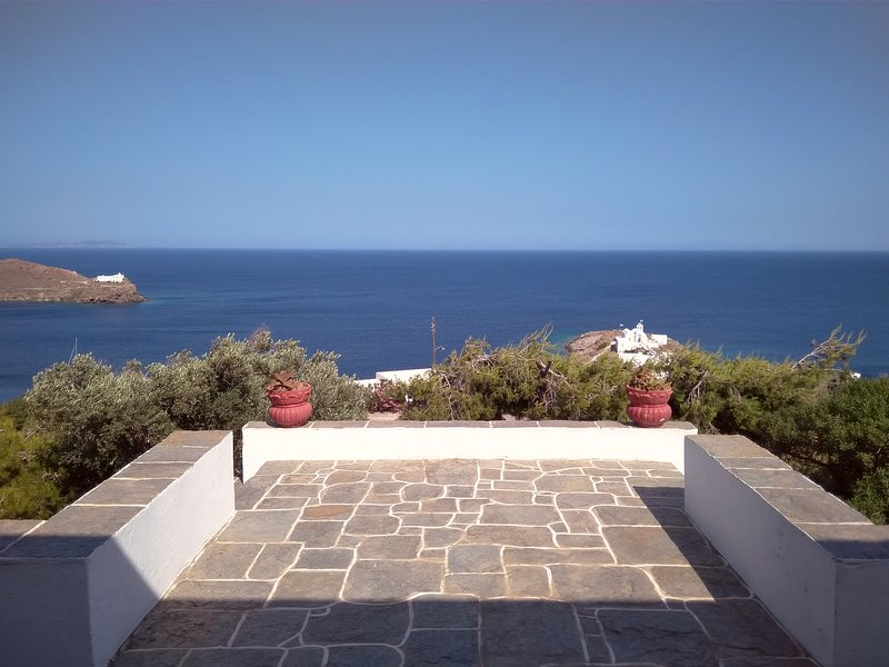 Traditional Sifnos House, holiday rental in Chrisopigi