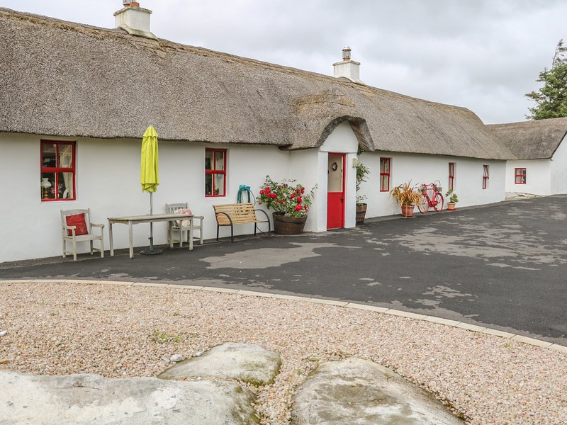 FAN TAMAILL, thatched cottage, open fire, dogs welcome, ample parking, Ferienwohnung in Narin-Portnoo