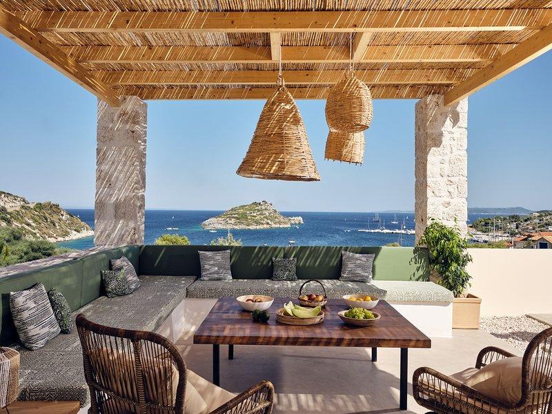 Apaggio Luxury 4-bedroom Villa, holiday rental in Agios Nikolaos