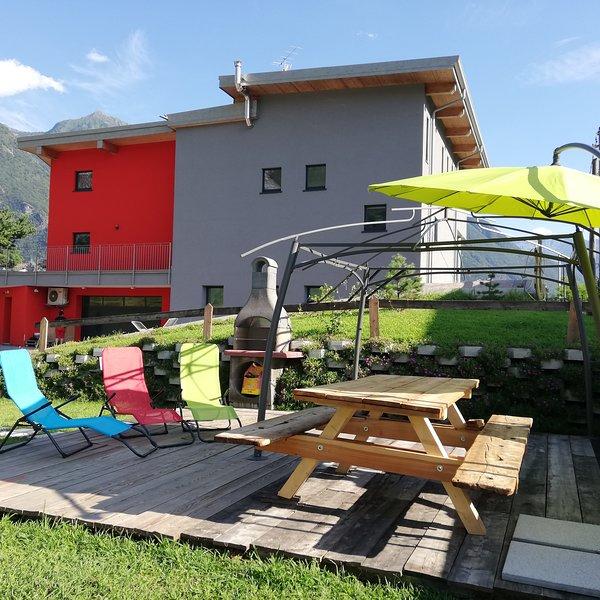 R.M. RELAX CON GIARDINO E BARBECUE, vacation rental in Borgonuovo
