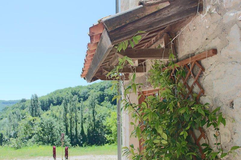 Las Moulinières, is set in stunning countryside, aluguéis de temporada em Sainte-Colombe-de-Villeneuve