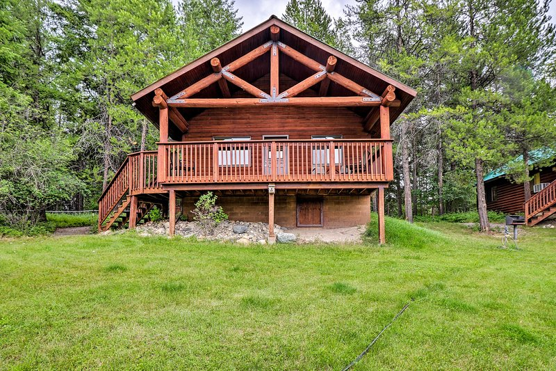 Trego Cabin w/Mtn Views, Easy Access to Lake, alquiler de vacaciones en Eureka