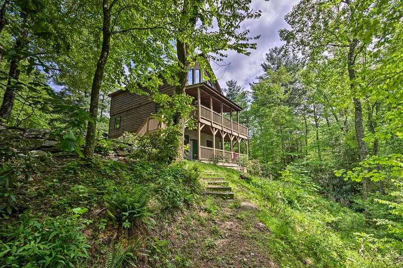 Cabin with 22 Acres & Patio - 3 Mi to Blowing Rock, vacation rental in Lenoir