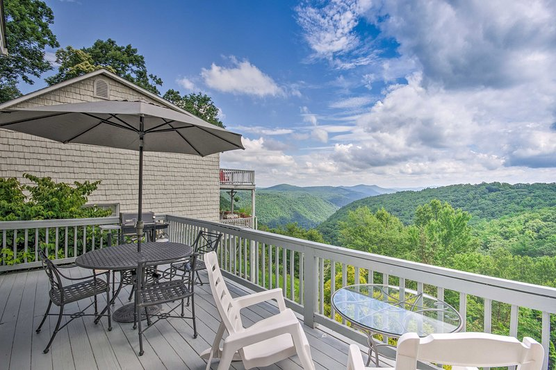 Roaring Gap Resort Home w/ Panoramic Views!, holiday rental in Dobson