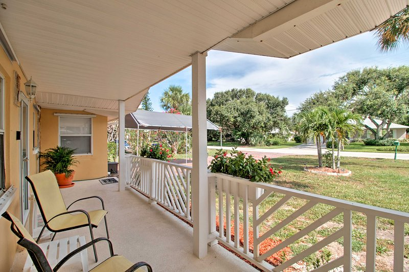 Family Home in Vero Beach, 500 ft to Shore!, holiday rental in Indian River Shores