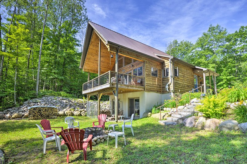 Quiet Adirondack Cabin on Private Lake!, holiday rental in Glenfield