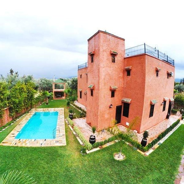 Big villa with swimming-pool & Wifi, holiday rental in Aghmat