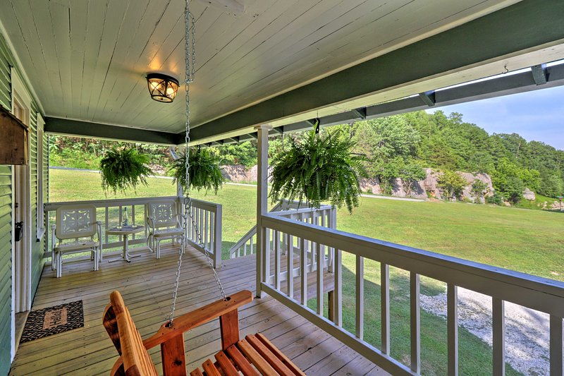 Cozy Cottage 7 Mi to Blanchard Springs Cavern, vacation rental in Calico Rock