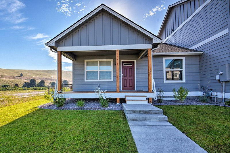 Make a mountain escape possible at this 2-bedroom, 1-bath Missoula townhome!