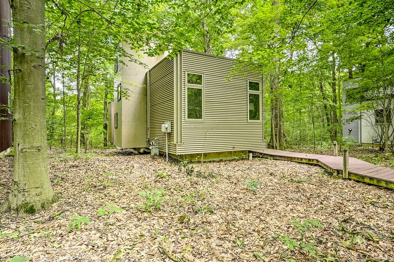 Modern Michigan City Cabin ~5 Miles to Beach!, vacation rental in Long Beach