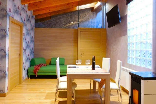 Apartment in Tubilla del Lago, location de vacances à Langa de Duero