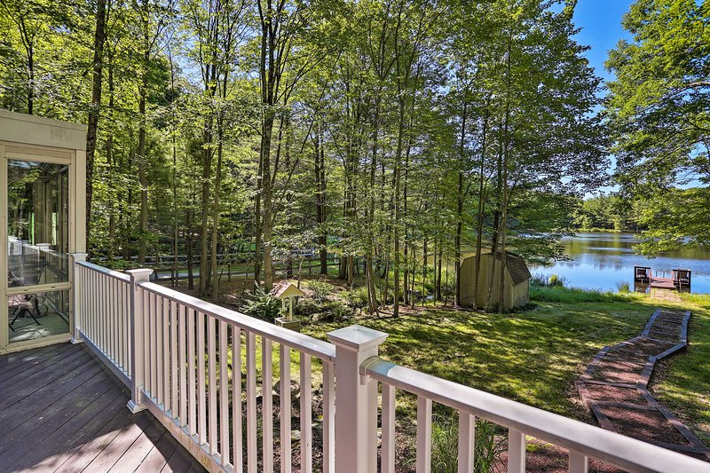 Lakefront Milford Home w/ Pvt Dock & Hot Tub!, casa vacanza a Port Jervis