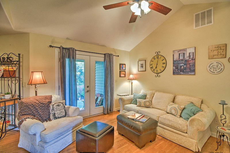 Pet-Friendly Home, 9 Mi. to Table Rock Lake!, holiday rental in Blue Eye