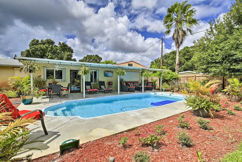 St. Petersburg Home w/ Tropical Yard & Pool!, holiday rental in Kenneth City