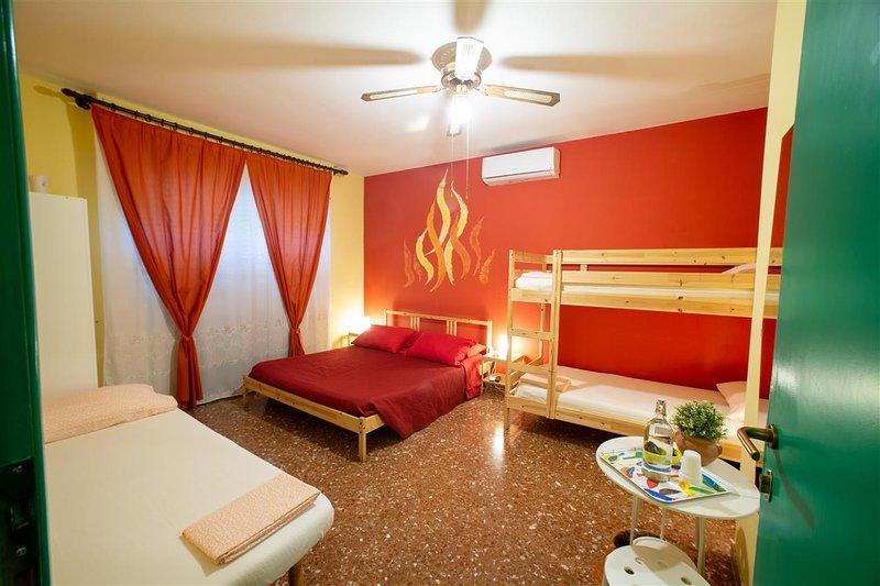 Camera Fuoco e bagno condiviso, holiday rental in Pisa