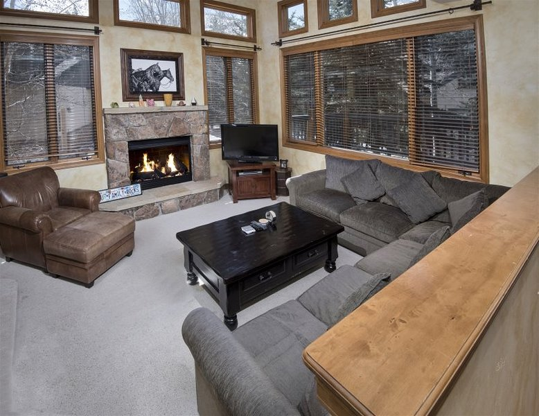 Beautiful Home Located 5 Minutes From Arrowhead Chair Lift, casa vacanza a Wolcott