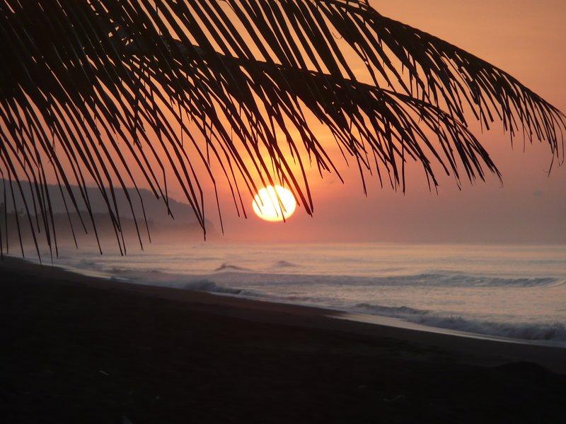 Amanecer en la playa de Carate