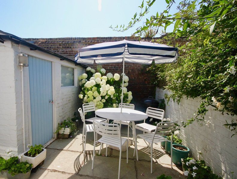 Captains Cottage - Captains Cottage, a delightful, bright & airy, period propert, holiday rental in Great Mongeham