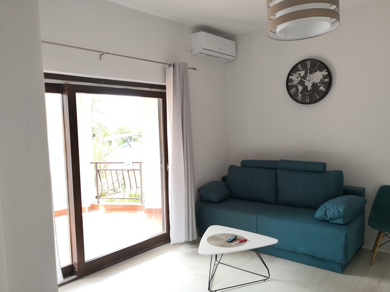 Apartman Cvitković BBQ, Free Air conditioning, free WiFi, 300m from beach, casa vacanza a Soline