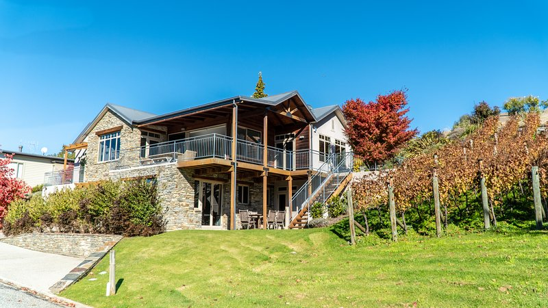 Release Wanaka - Morrows Mead, large family holiday home sleeping up to 10 guests with lake views.