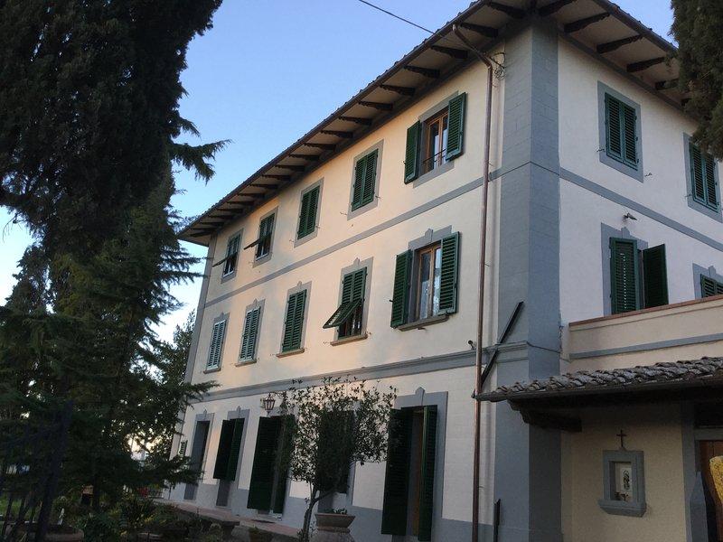 Villa I Leoni between Florence Sienna Lucca and Pisa -, alquiler vacacional en Montegufoni