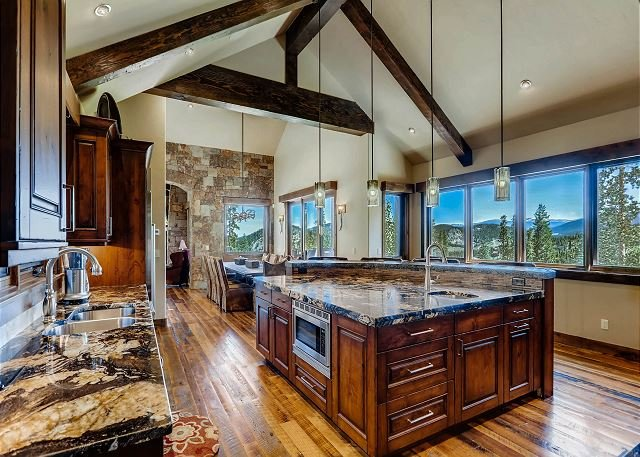 Mountain Elegance with Expansive Views, Privacy and Luxurious Amenities, vacation rental in Breckenridge