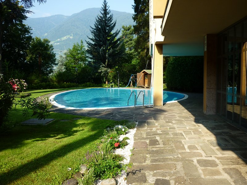Nice studio with shared pool, Ferienwohnung in Merano (Meran)
