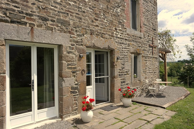 Relaxing rural family farmhouse gite only 1 hour from the coast 'La Garenterie', aluguéis de temporada em Orne