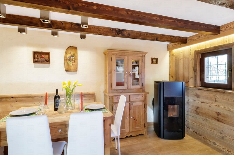 Maisonette Grenè, renovated Chalet at 3 minutes drive from the lift system, vacation rental in Ayas