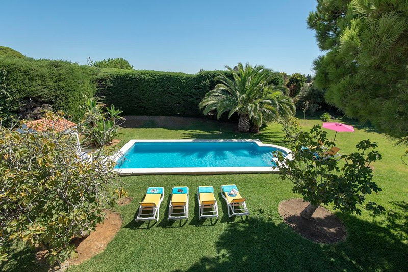 Roche Villa Sleeps 6 with Pool Air Con and WiFi - 5693930, holiday rental in Roche