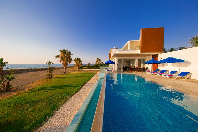 Beach Villa Mare, Argaka- Modern Beachfront Villa in Idyllic Location, holiday rental in Argaka